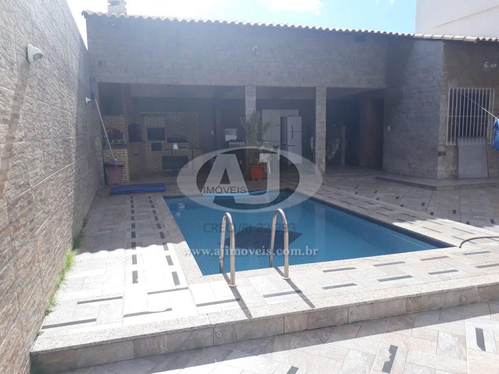 Excelente Casa Térrea c/ Piscina, 3 qtos /2 suítes-PQ. CENTRAL – 111